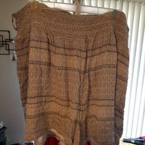 ❤White & black flowy shorts. Torrid size 3